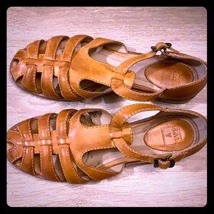 Beautiful Frye Leather Retro Flats Tan Brown 9.5
